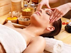 Oriental face massage (natural face lift)