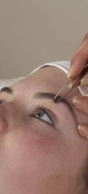 shaping & colouring eyebrows